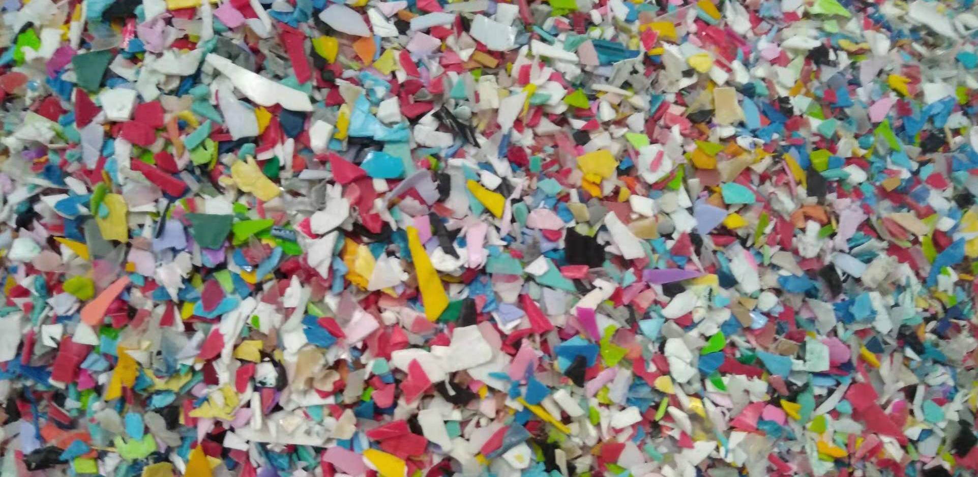 plastic scrap flakes