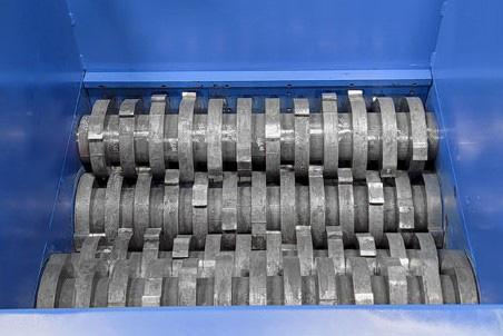 quad shaft shredder